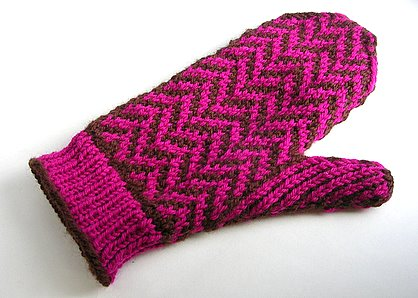 Love the herringbone design on this mitten!  It would look great in so many different colors.